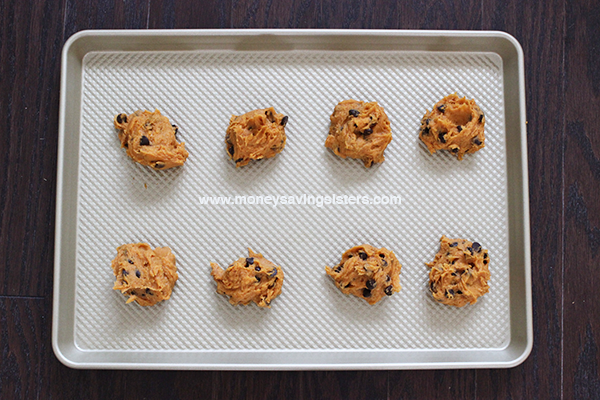 pumpkin-cookies-on-sheet